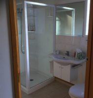 Ashwell apartment en-suite bathroom