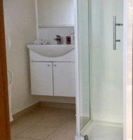 Ashwell apartment en suite bathroom